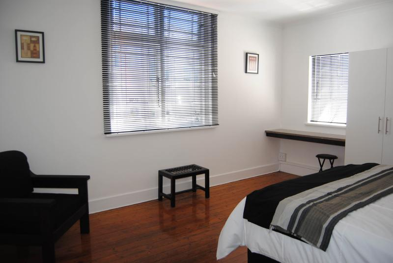 Cape Town Green Point Large Bedroom  Romeo, holiday rental in Three Anchor Bay