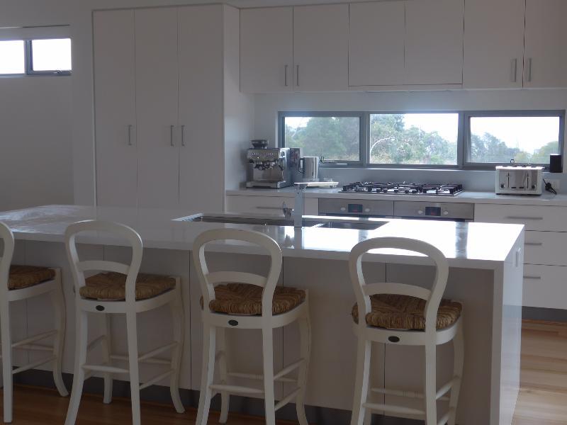 Kitchen and Breakfast