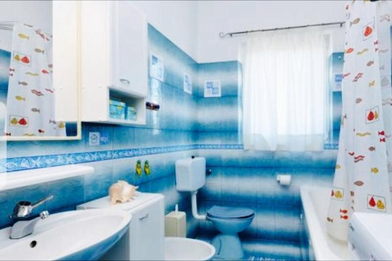 'retro' bathroom