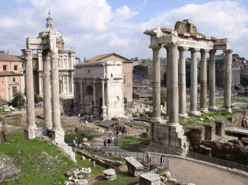 Roman Forum: 15 minute walking distance