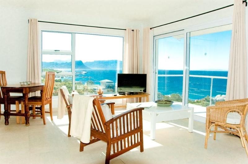 Simon's Town Luxury Studio with 180degree Sea View, holiday rental in Simon's Town