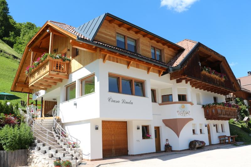 Ciasa Linda (3 App. tre), holiday rental in Province of South Tyrol