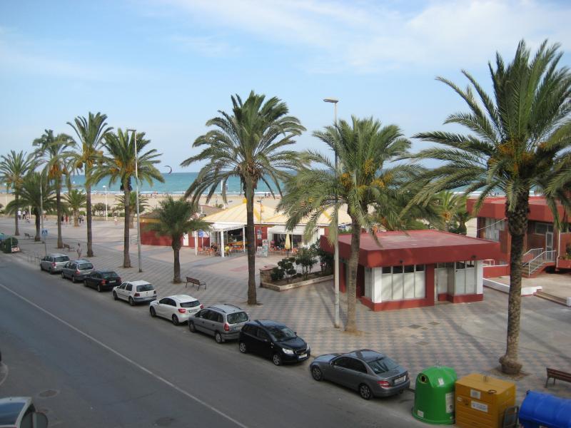 Apartamento Puerto Sagunto primera línea playa, location de vacances à Sagunto