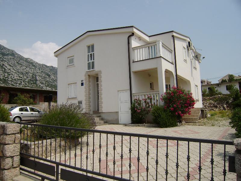 House Mira APP1, alquiler de vacaciones en Karlobag