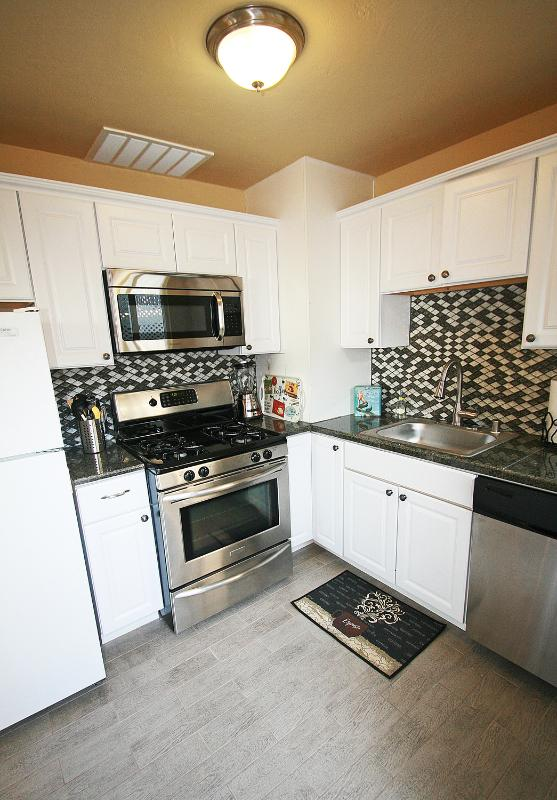 Full Kitchen with dishwasher, gas stove and microwave