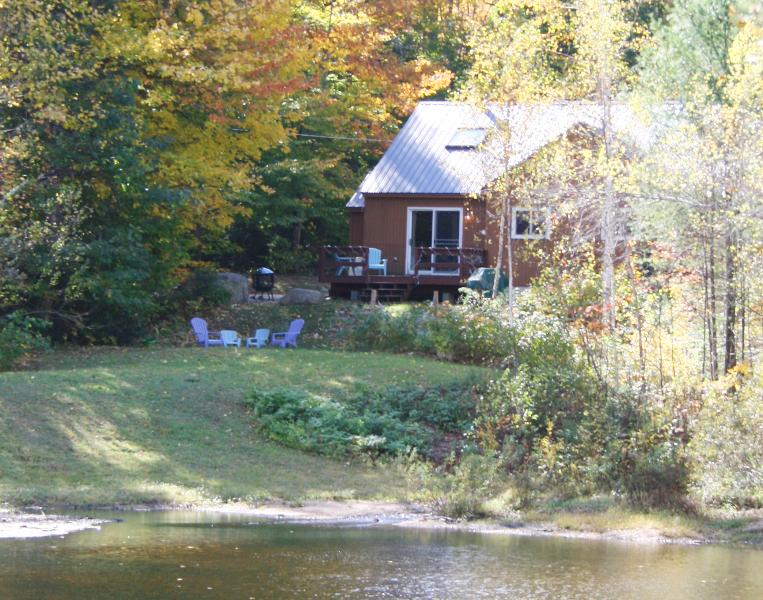 Peaceful Family Retreat with Pond & Views and Outdoor Shower! – semesterbostad i Hart's Location