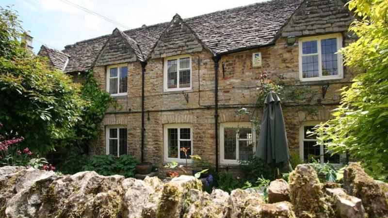 Bourton Croft Cottage - Larger than your average cottage