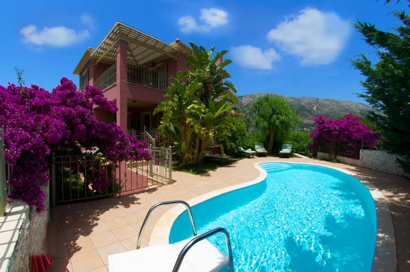 Ianthi -Stamoulis Villas, vacation rental in Divarata
