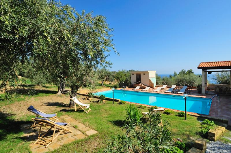 Pool,beach & relax!4 people-Apartment Calamaro, holiday rental in Patti