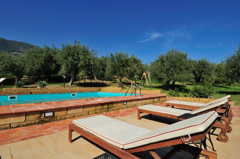 Pool, beach and relax! 4 people - Apartment Maria, holiday rental in Patti