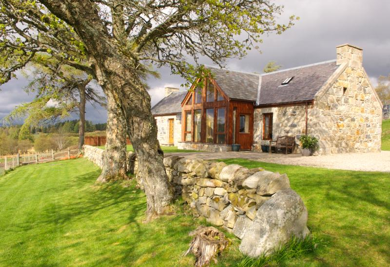 Tombain Cottage, Cairngorm National Park., vacation rental in Grantown-on-Spey