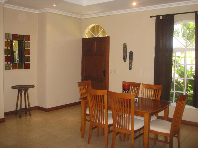 Dining area with seating for 6 people.