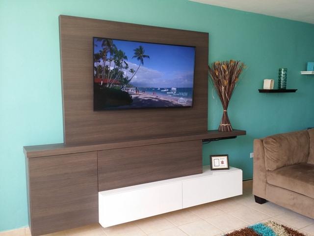 Custom Entertainment Unit w/50' HD TV
