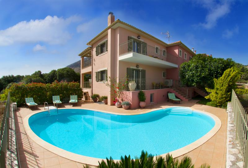 Alkioni - Stamoulis Villas, vacation rental in Divarata
