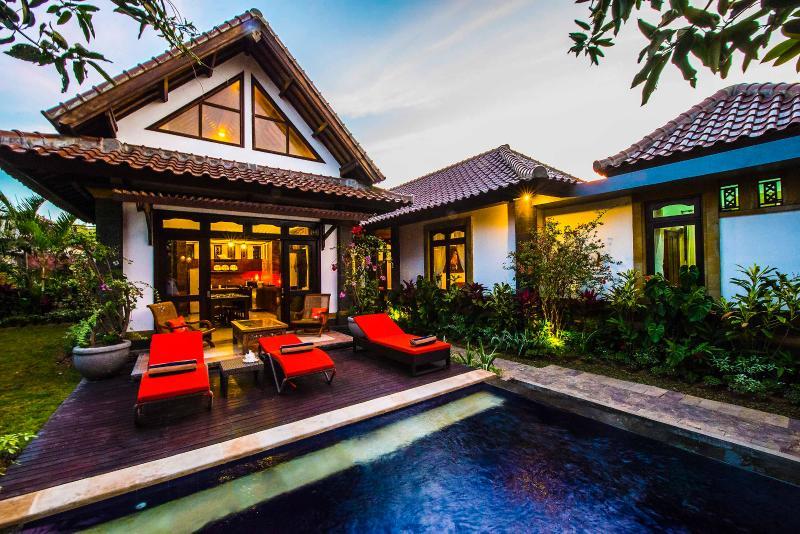 4 BR Luxe Pool Jimbaran Hidden Paradise Villa Bali, holiday rental in Jimbaran