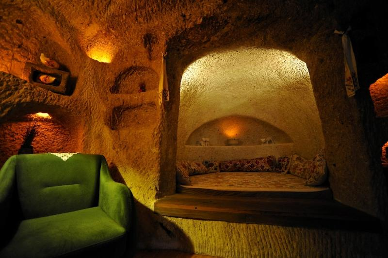 Mini Cave Room / Bed and Sitting Area/possible to separate from the saloon with curtain
