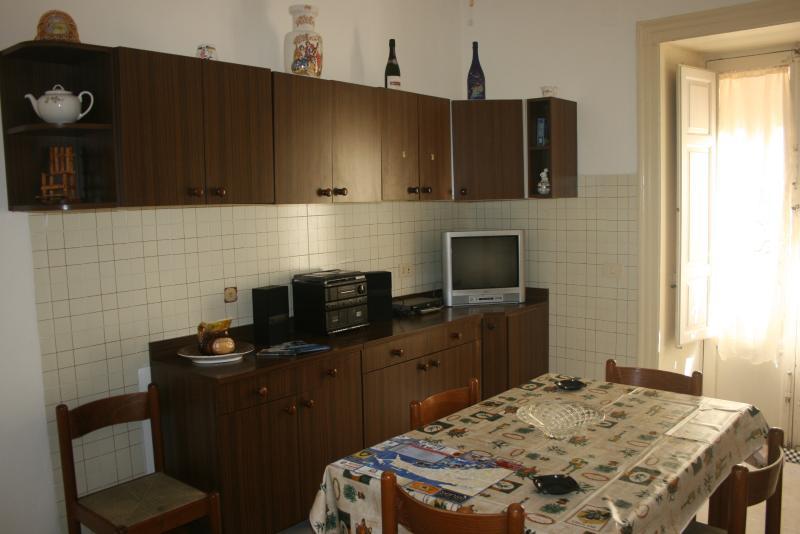 Soggiorno ampio e spazioso con tavolo da soggiorno, Tv con satellite,radio