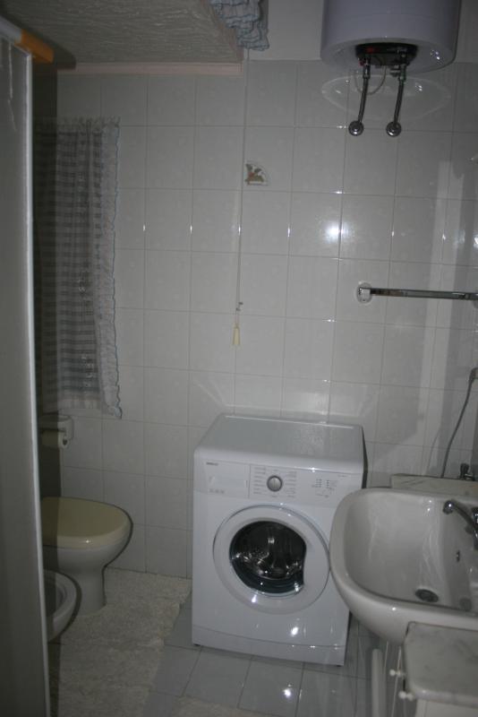 Bagno con lavabo, bidè, WC