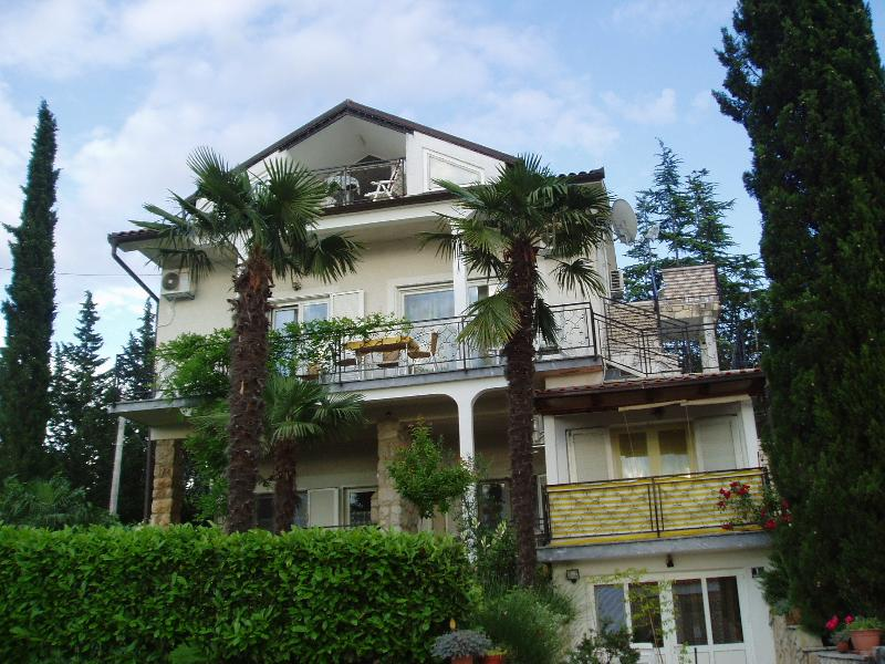 Apartments Villa Elizabet *** Malinska, with panoramic views, beach 100m.