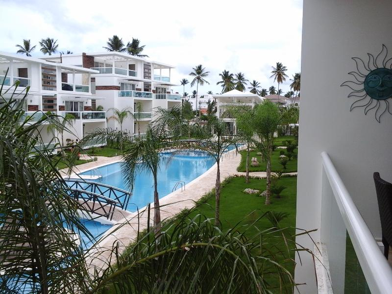 Costa Hermosa Beautiful large 2 bedrooms condo, vacation rental in Punta Cana