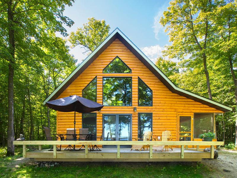 Classic American Summer in a Lakeside Cabin - Strawberry Lake Cabin, holiday rental in Ogema