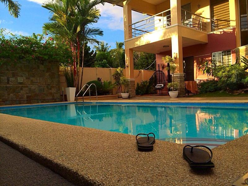 Luxury Holiday Villas with Pool +Maids Service, location de vacances à Davao City