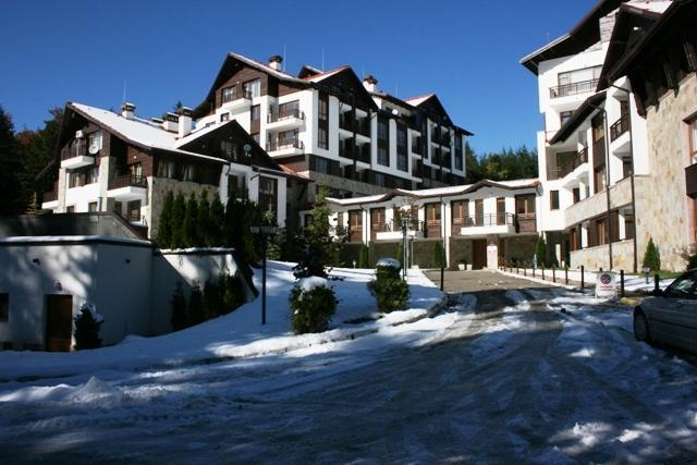 Sunny skiing apartment in Semiramida Garden, vacation rental in Borovets
