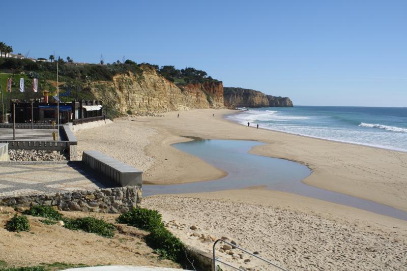 Porto de Mos beach is a 5 minute walk away, with 2 restaurants/bars on the beach