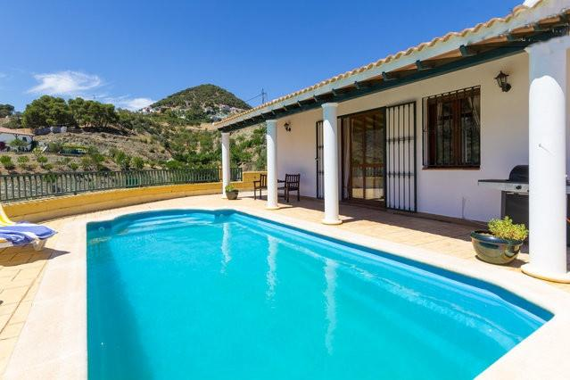 villa with stunning mountain views, private pool near the Caminito del Rey, vacation rental in Casarabonela