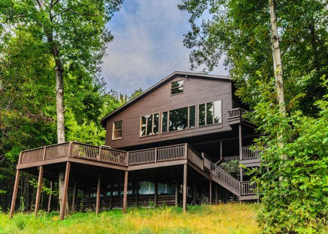 OVR's Laurel View Retreat-The most spectacular view awaits you! BEST SELLER!!, holiday rental in Farmington