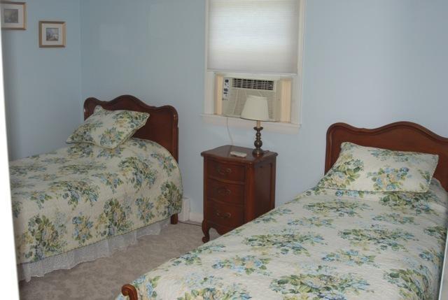 Bedroom #2, twin beds, AC