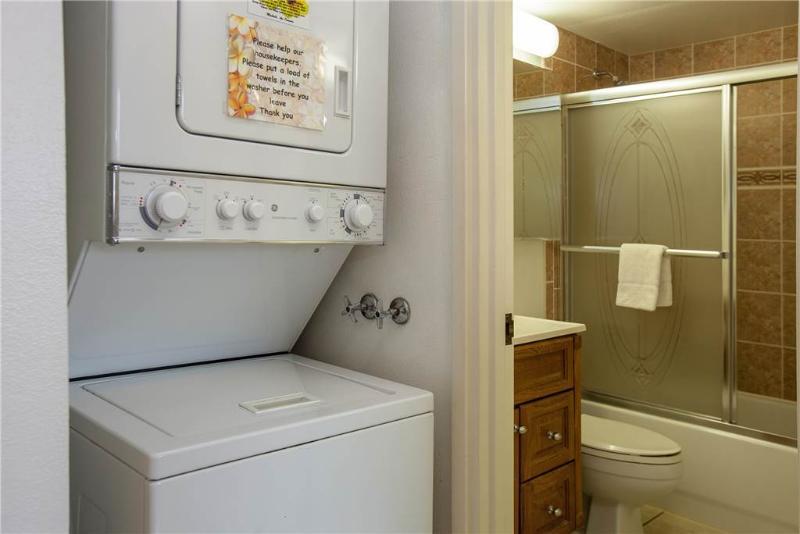 Bathroom,Indoors,Washer,Apartment,Room