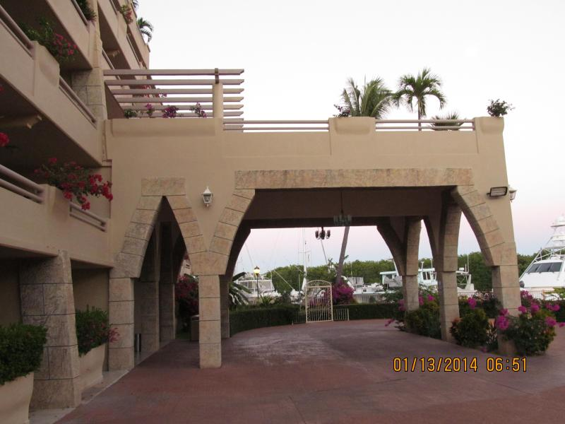 Marina Residence Entrance and Lobby to Check-In