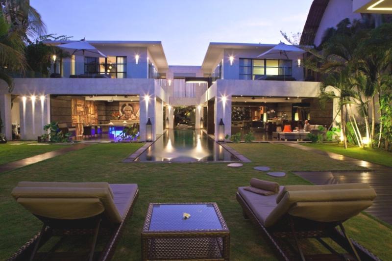 Villa and Pool view
