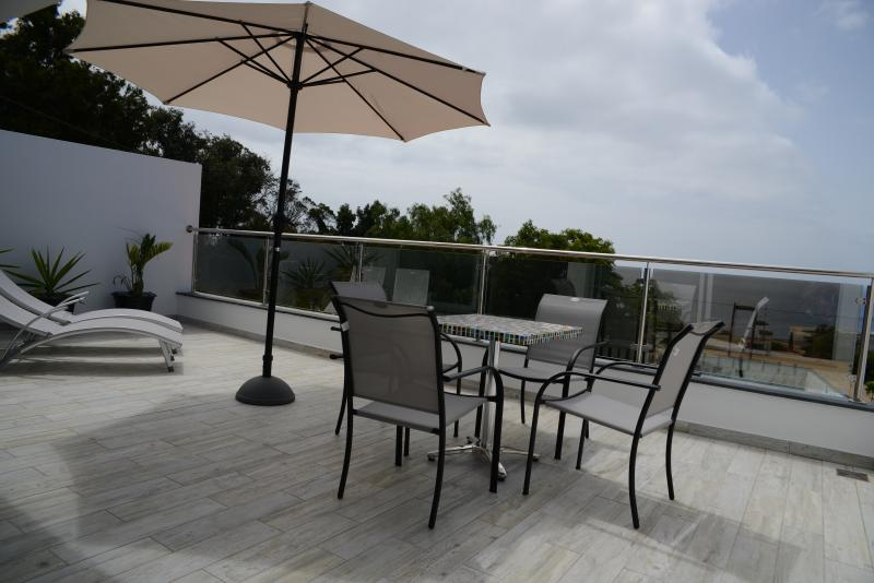 Sea views 1 with sun drenched balcony, holiday rental in Canical