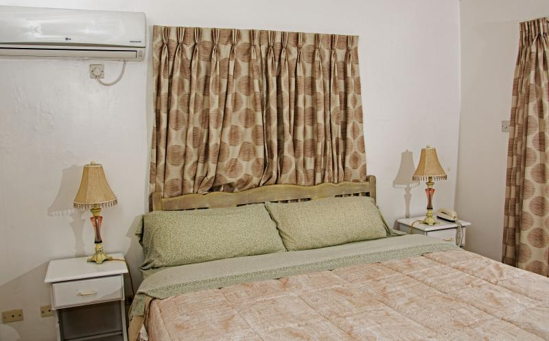 bedroom, can be two singles or a king