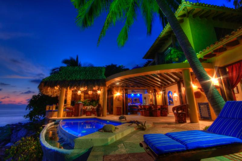 Stunning oceanfront family villa, location de vacances à Platanitos