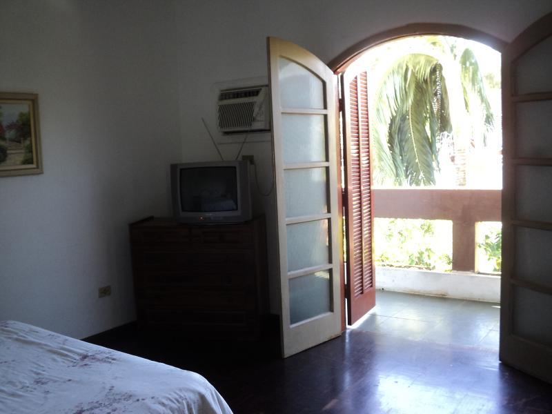 Casa localizada no centro historico de cananeia-SP, location de vacances à Cananéia