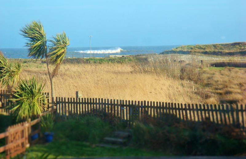'SeaView Cottage' Beach - Golf - Ferry 4K, vacation rental in Rosslare Harbour