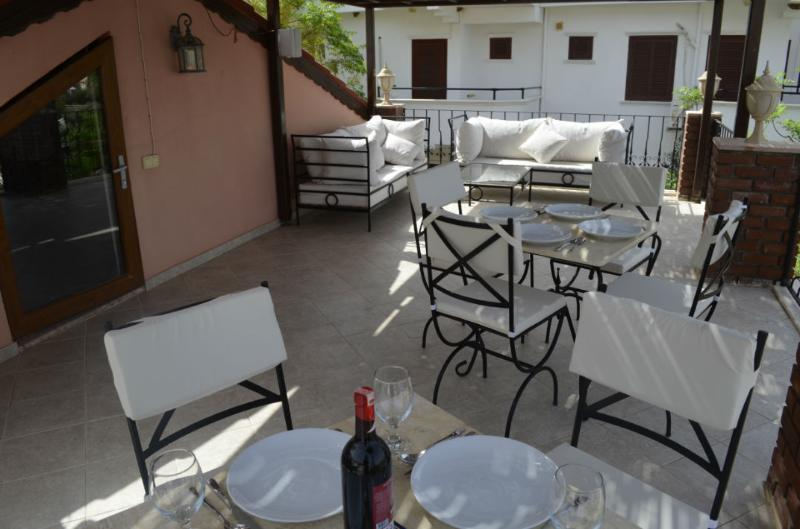 Fully furnished spacious roof terrace