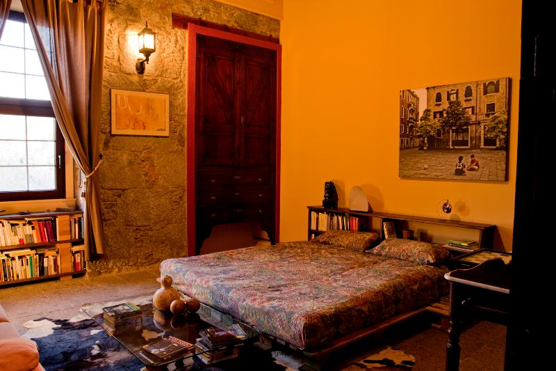 Fabulous room with wi-fi. Country side., holiday rental in Banaderos