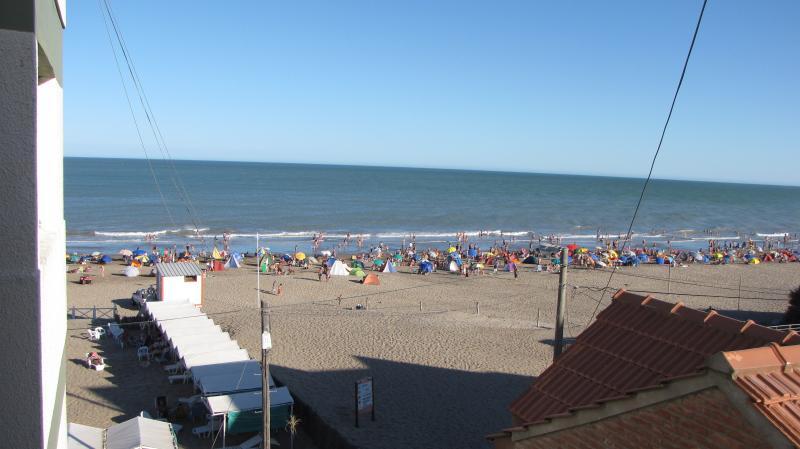 Departamento Villa Gesell Centro Sobre Playa 6 pax, vacation rental in Ostende