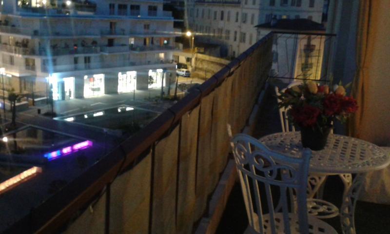Vue sur la ville depuis le balcon