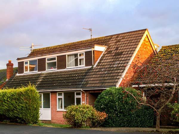 38 DALE END, enclosed garden, pet-friendly, fantastic location in Brancaster, casa vacanza a Burnham Deepdale
