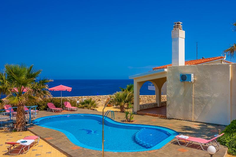 Villa Clio with breathtaking sea & sunset view, vacation rental in Chrissi Akti