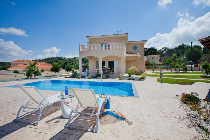 Stella Villa, vacation rental in Stroumbi