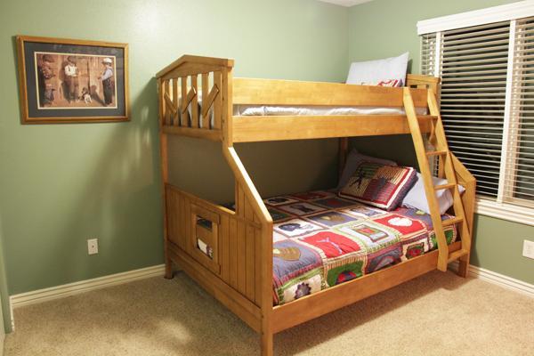 Dormitorio 4: literas, Boy tema