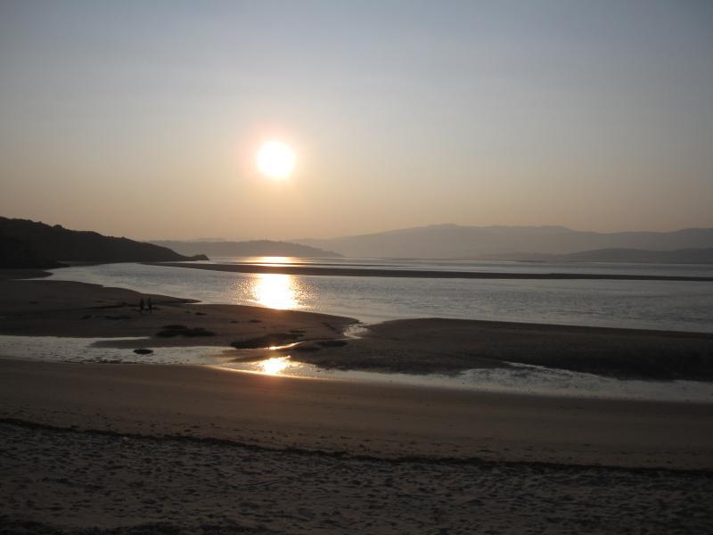 Samson Bay Sunrise, Porthmadog - 15 minute drive