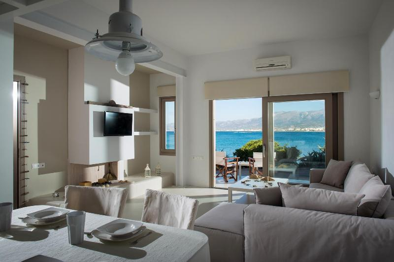 Villa Asterias sea-front house, holiday rental in Stalis