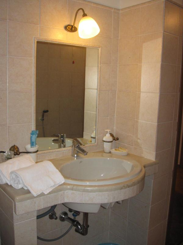 bathroom with bath and bidet